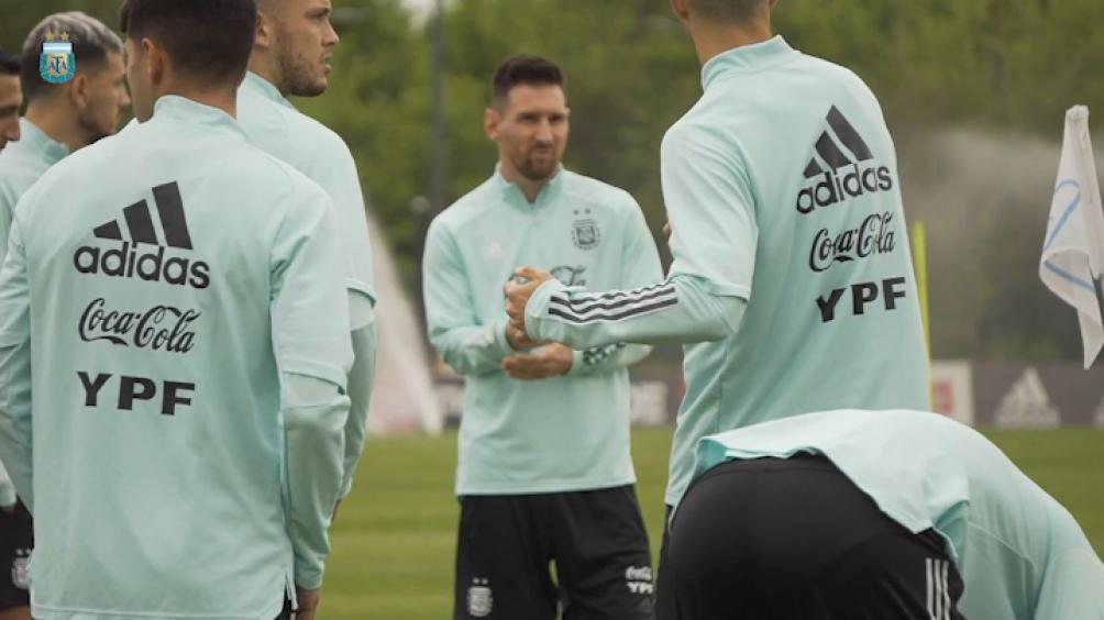 El seleccionado argentino de fútbol entrenó esta tarde por primera vez en el predio de AFA, en Ezeiza.