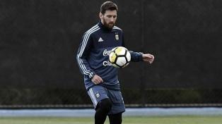 Argentina entrenó en Ezeiza con 27 jugadores, a la espera de Martínez Quarta