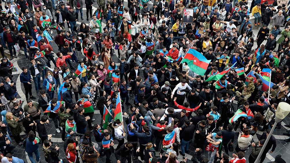 Festejos en las calles en el territorio de Azerbaiyan.