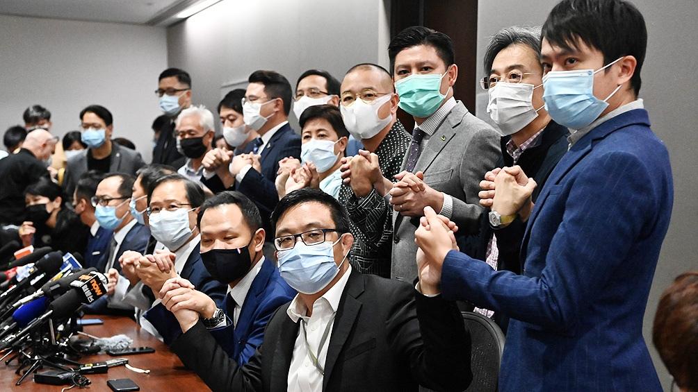 Los diputados apoyaron a sus compañeros descalificados