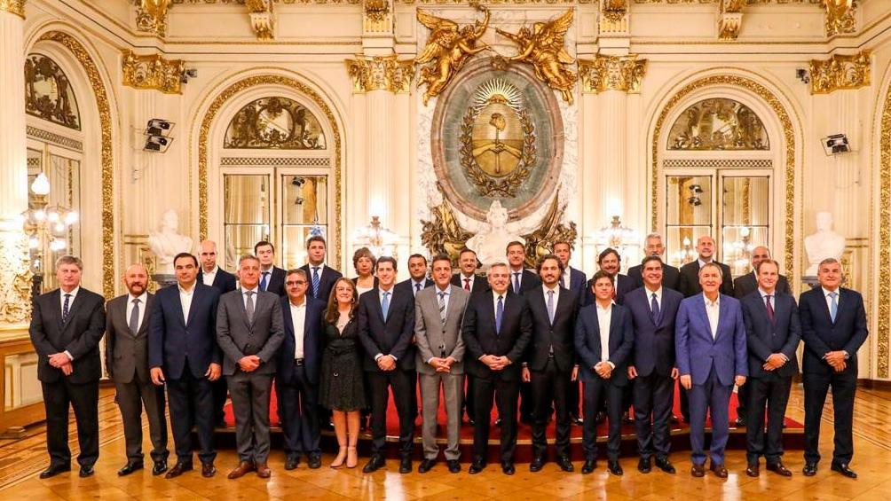 El Presidente y los gobernadores cuando se anunció el inicio de las Capitales Alternas.