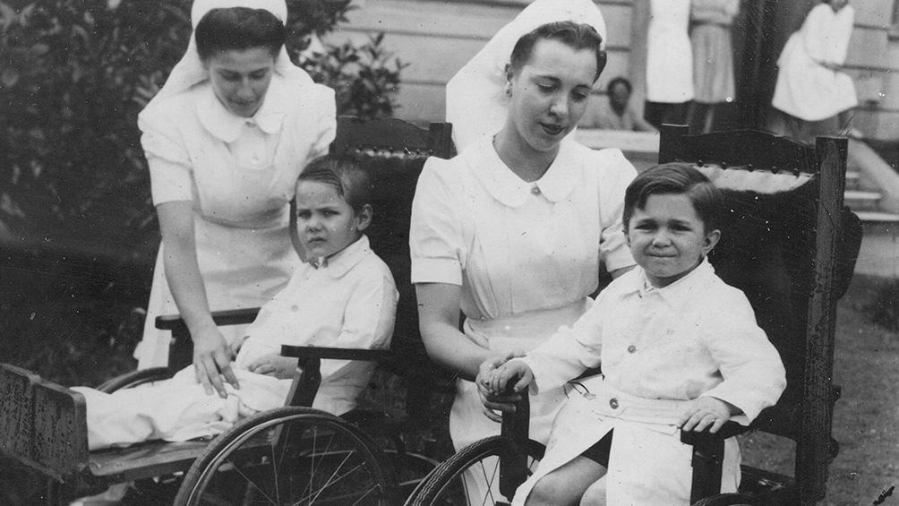 En 1994 la OMS declaró a la poliomielitis inexistente en las Américas.