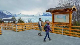 El Parque cuenta con kilómetros de pasarelas para apreciar los Hielos.
