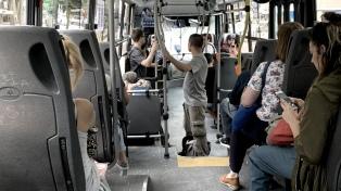 Alientan el regreso de pasajeros al transporte público ante la suba del uso de autos