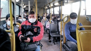 Se redujo 43% la cantidad de personas que utilizaron el transporte público en el AMBA