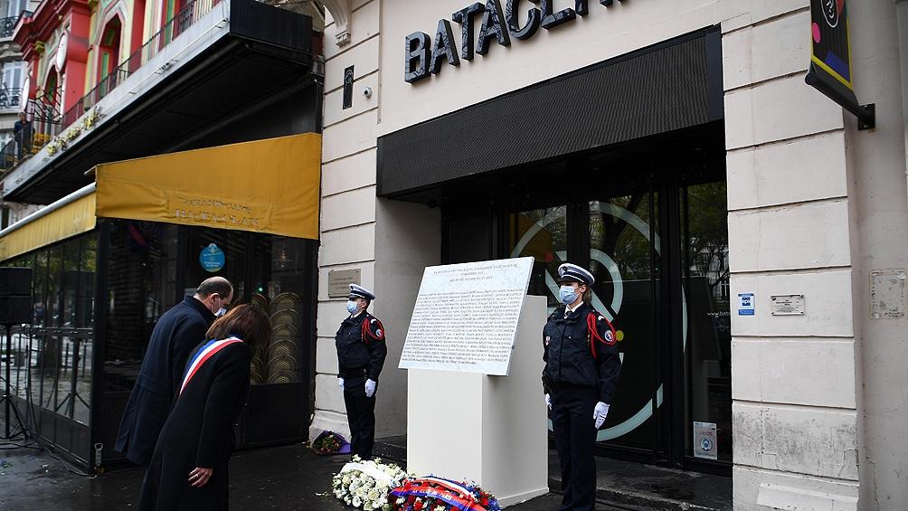 Francia homenajeó a las 130 víctimas de los ataques de París del 13 de noviembre de 2015 (13N) con una seguidilla de actos.
