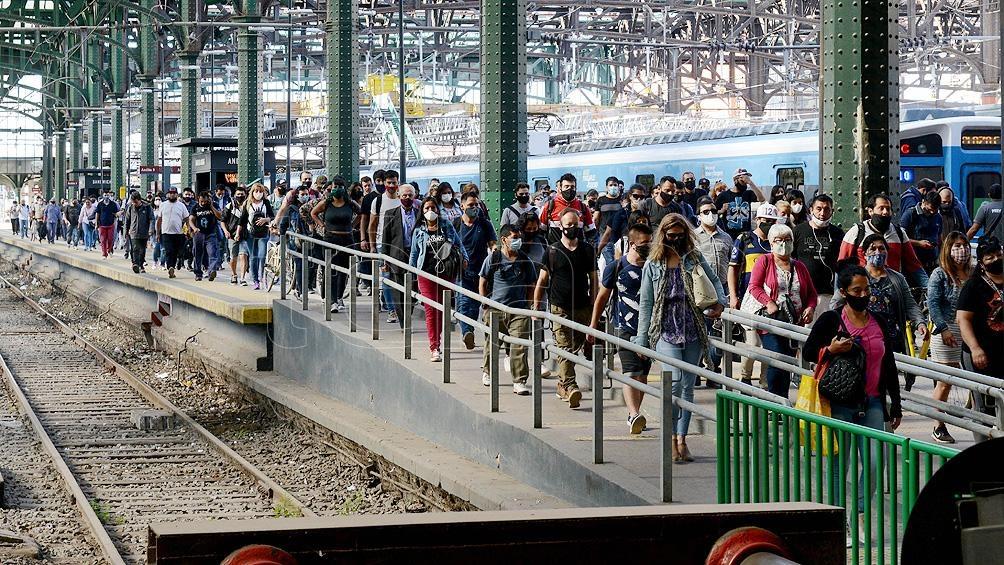 Un máximo de 10 personas paradas podrán trasladarse a partir de este viernes en los horarios pico
