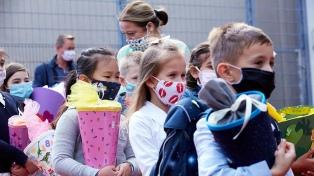 Austria prueba un test de coronavirus con forma de chupetín para niños y niñas