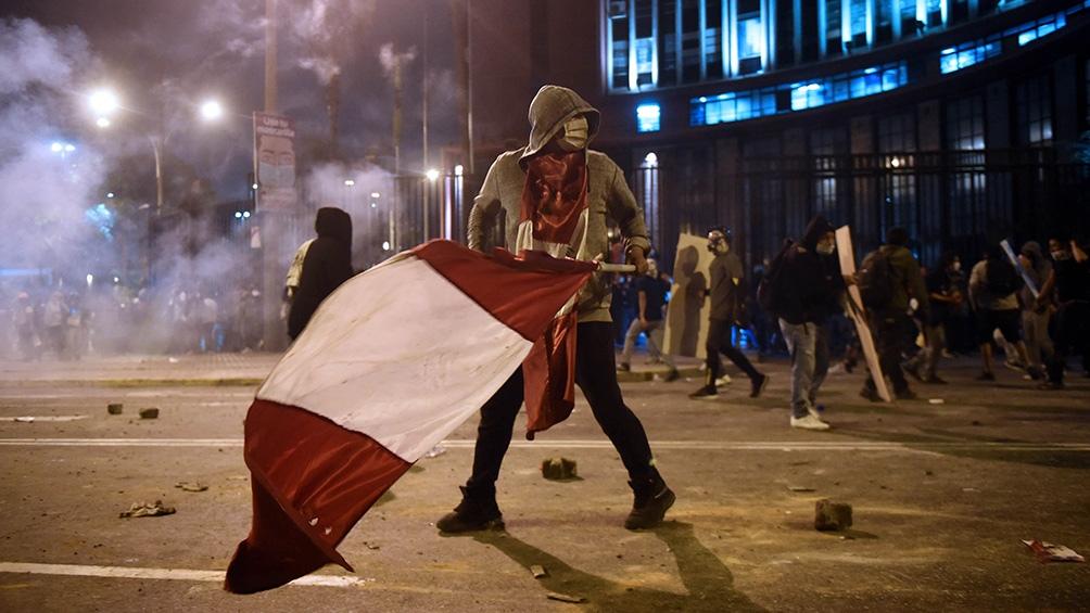 Las protestas contra la destitución de Vizcarra terminaron con dos muertos por la violenta represión policial.