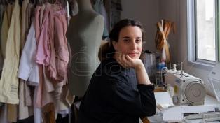 """A la vanguardia desde Bernal, el diseño sustentable de Lucía Chain para """"personas libres"""""""