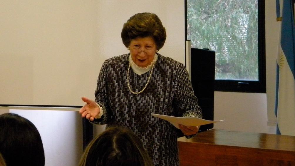 """Alicia María Zorrilla, autora de""""Sueltos de lengua"""" que editó Libros del Zorzal."""