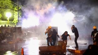 Miles de manifestantes en Bangkok, el día después de enfrentamientos con heridos por balas