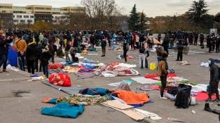 La Policía desalojó a más de 2.400 migrantes de un campamento al norte de París