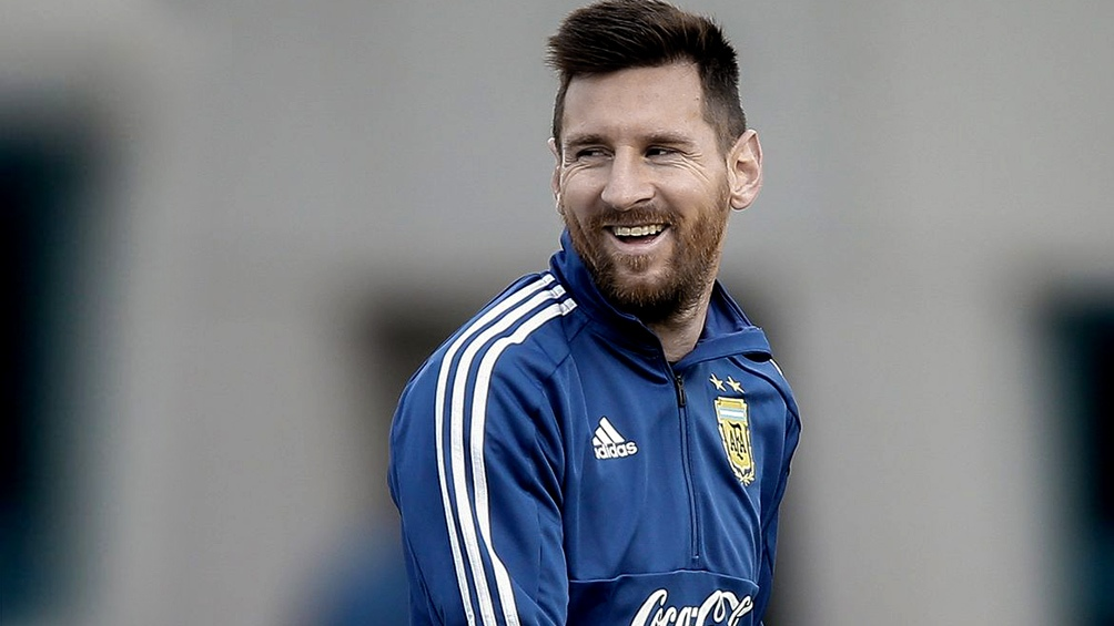 """""""A Messi hay que rodearlo de jugadores que le saquen el peso"""", dijo el """"Conejo"""" en diálogo con Télam"""