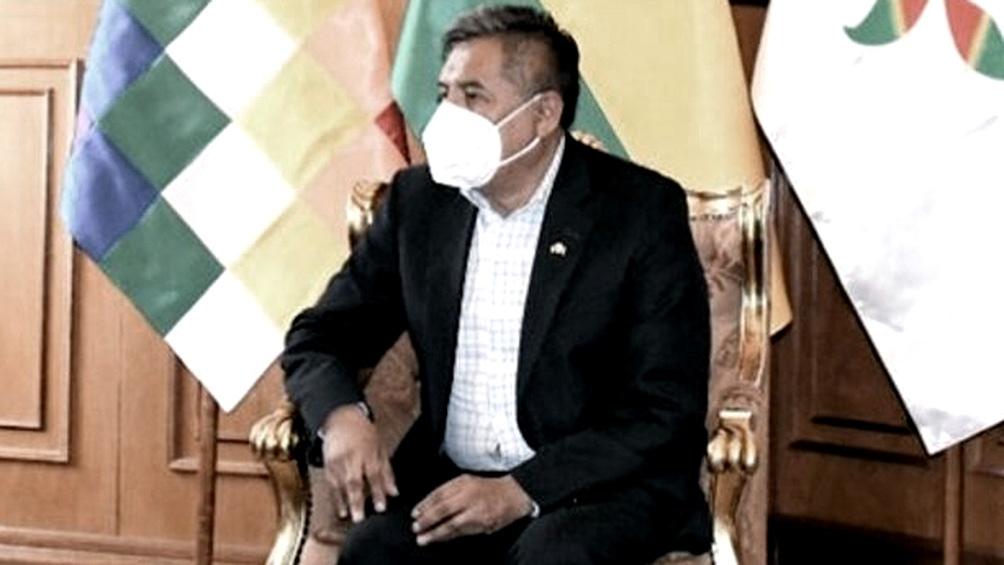 Mayta anunció que estaba negociando con empresas farmacéuticas de Cuba y China para adquirir vacunas