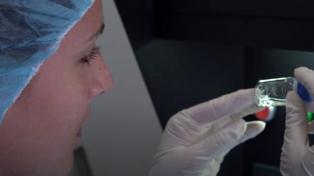 Vacuna de Pfizer: el riesgo de enfermarse se reduciría un 85 % después de la primera dosis