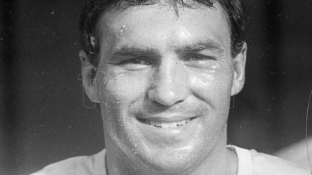 Roldán, nacido en Freyre, Córdoba, el 6 de marzo de 1967, combatió en la categoría mediano.