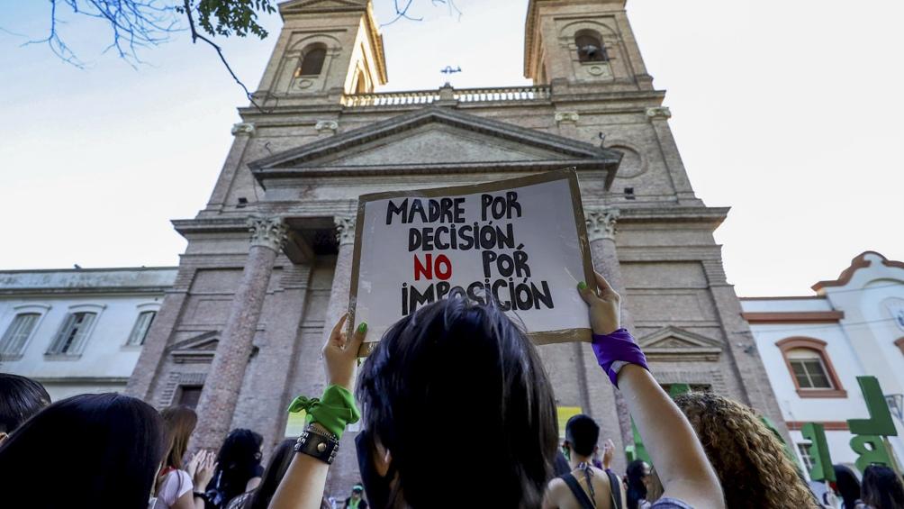 En Río Negro, mujeres nucleadas en el Frente Verde de la comarca Viedma-Carmen de Patagones realizaron una marcha.