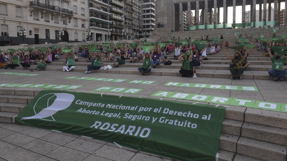 En Rosario también un grupo de mujeres integrantes de la Campaña Nacional por el Aborto Legal, Seguro y Gratuito.