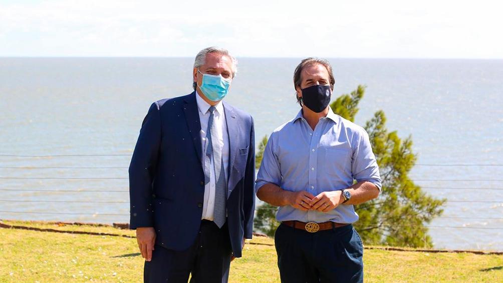 El presidente Alberto Fernández viajó para reunirse con su par de Uruguay, Luis Lacalle Pou.
