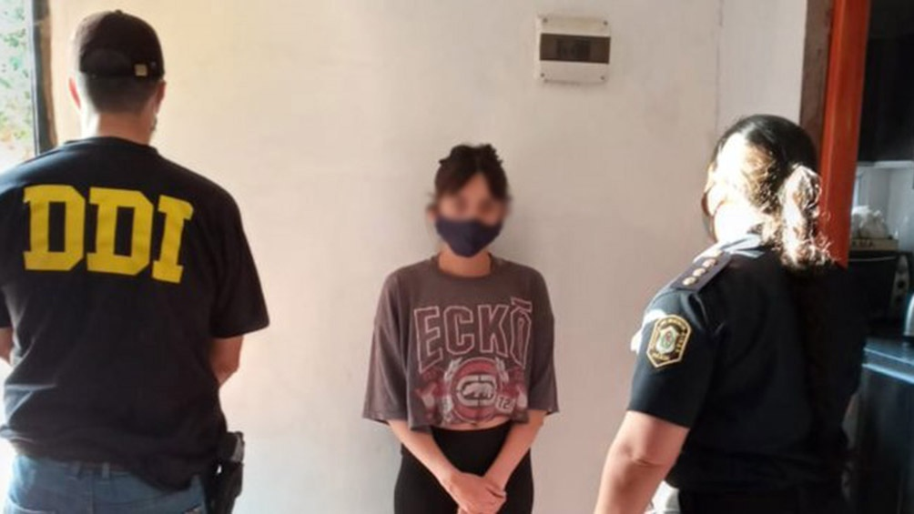 La joven fue localizada en una vivienda de la localidad de Cuartel V, de Moreno, donde se encontraba escondida desde el día del crimen