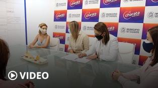 Fabiola Yañez firmó un convenio para una planta de tratamiento y entregó donaciones