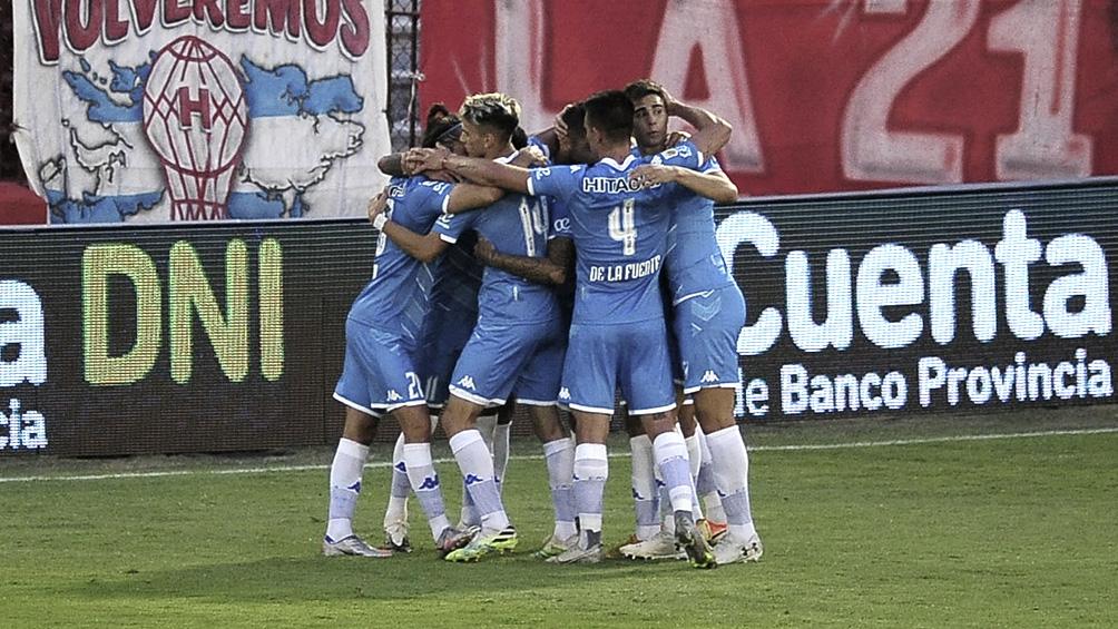 Vélez visita a Universidad Católica con la necesidad de ganar para pasar de ronda