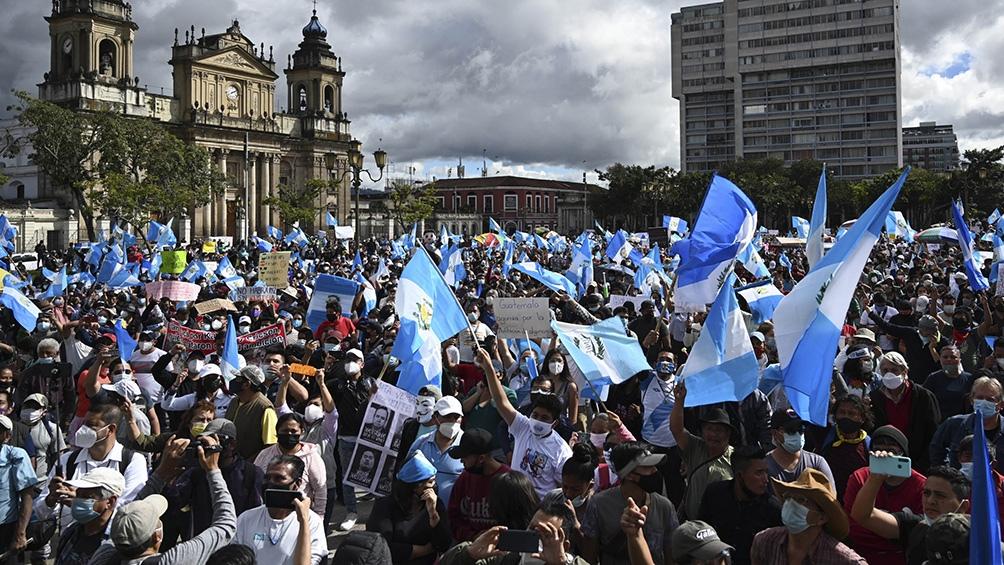 Los manifestantes piden el veto presidencial al Presupuesto 2021