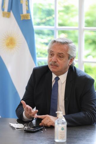 Fernández encabezó de manera virtual el acto por la celebración del Día de la Construcción
