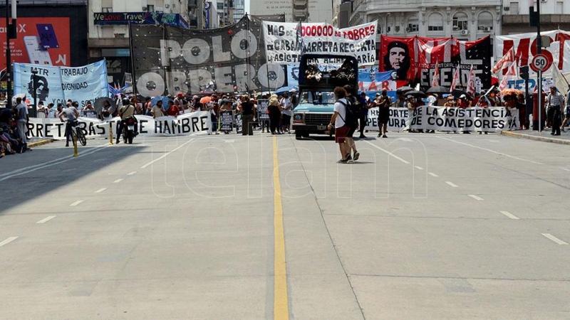 """Organizaciones sociales y políticas marchan al Obelisco por """"una paritaria social para todos"""""""