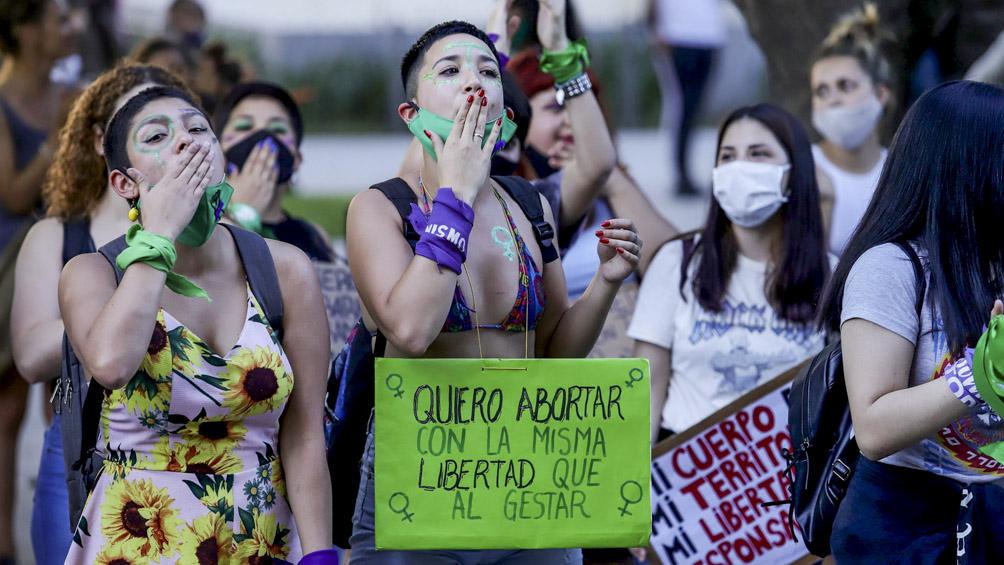 Más abortos no punibles, menos preservativos y aumento de violencia obstétrica durante la pandemia