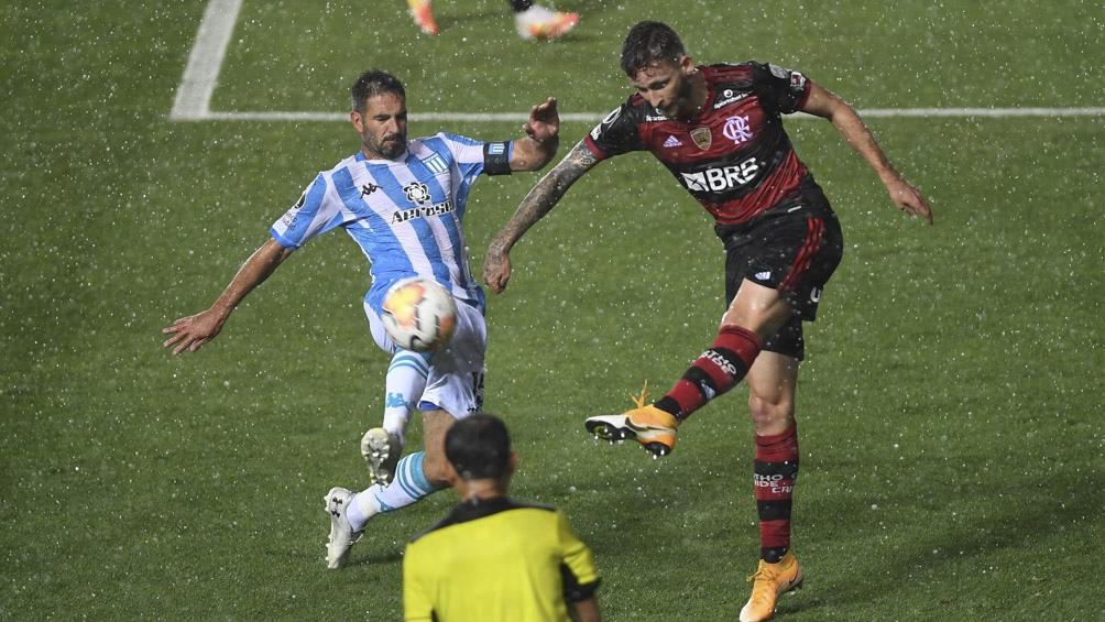 Lo ganaba Racing, lo empató Flamengo en el descuento y se definió en los penales.