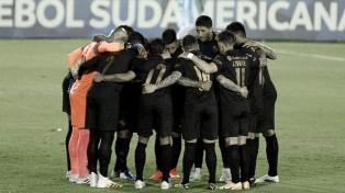 Independiente juega con Fénix en Montevideo