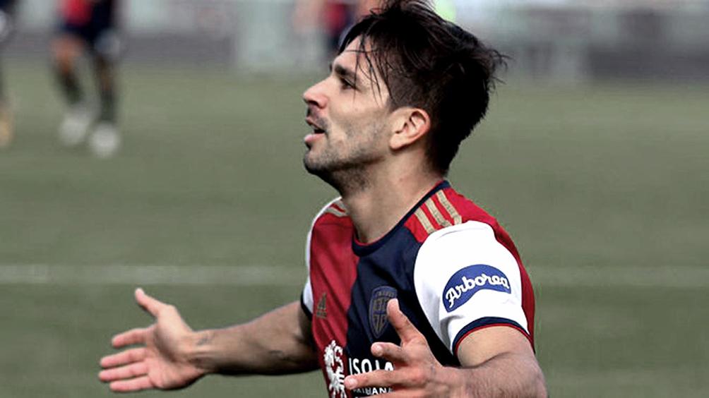 Giovanni Simeone dio positivo de coronavirus y se encuentra aislado en Cagliari