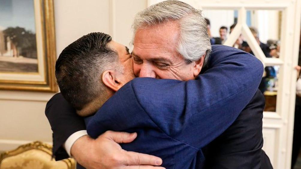 Abrazo del alma entre el Presidente y Diego.
