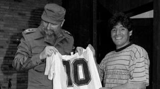 Maradona y una gambeta al destino: murió el mismo día que su admirado Fidel Castro
