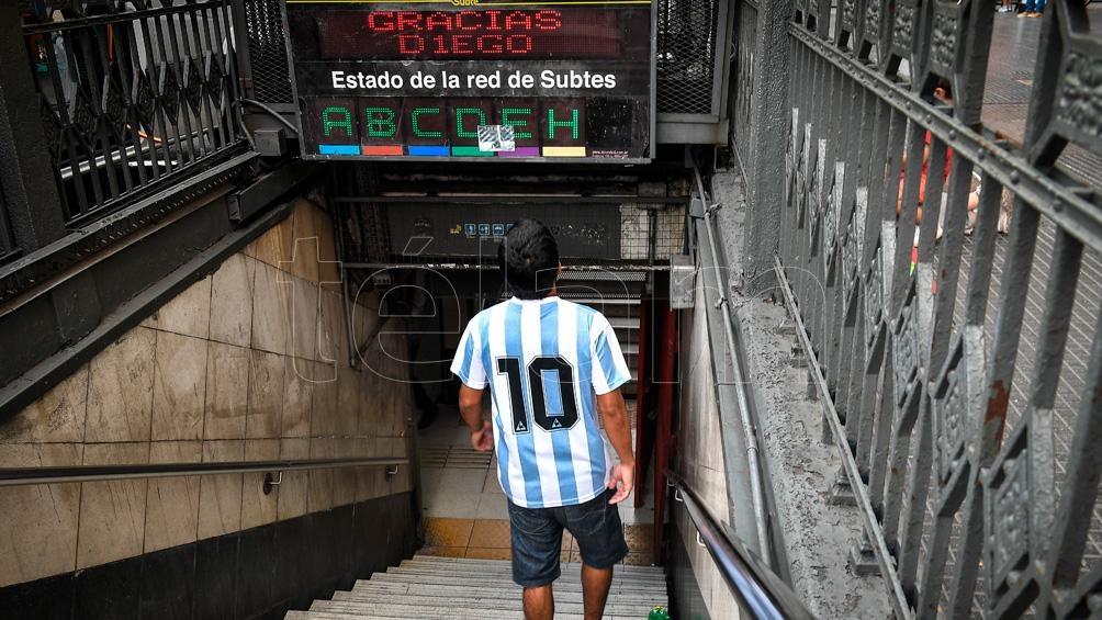 Homenaje de la TV pública y educativa a Maradona