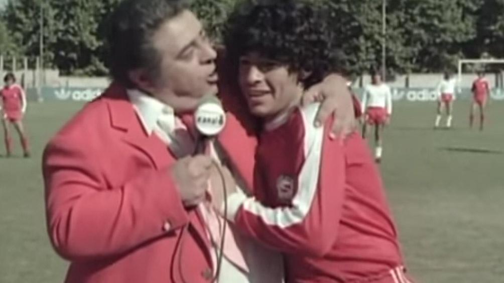"Jorge Porcel junto a Diego Armando Maradona en la película ""Te rompo el rating""."