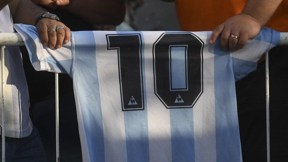 Escritores e historietistas argentinos despiden a Maradona