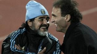 Ruggeri y otros campeones del mundo en México '86 se acercaron a despedir a Maradona