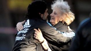 """Carlotto, sobre la muerte de Maradona: """"Me desperté deseando que fuera un mal sueño"""""""