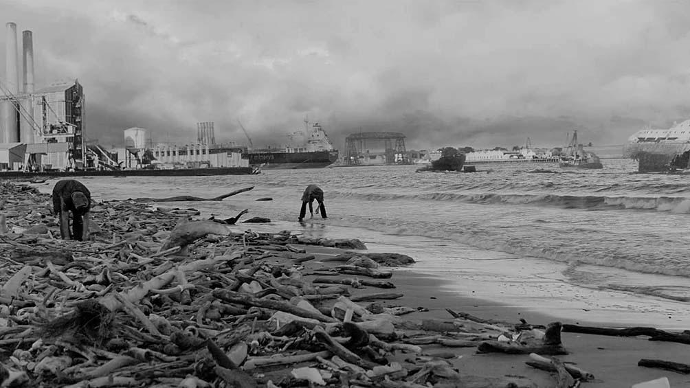 """La película está basada en la novela de Paul Auster """"El país de las últimas cosas"""" y habla de un virus en un país devastado."""