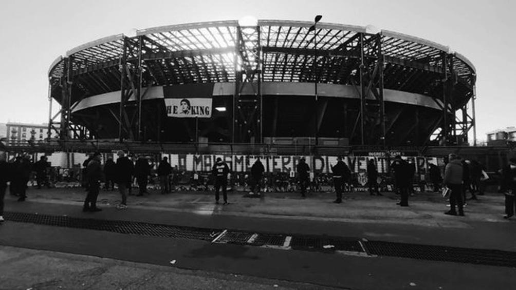 El estadio San Paolo será renombrado como Diego Armando Maradona en homenaje al ídolo argentino.