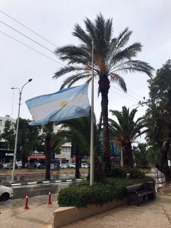 Las embajadas argentinas hicieron distintos recordatorios.