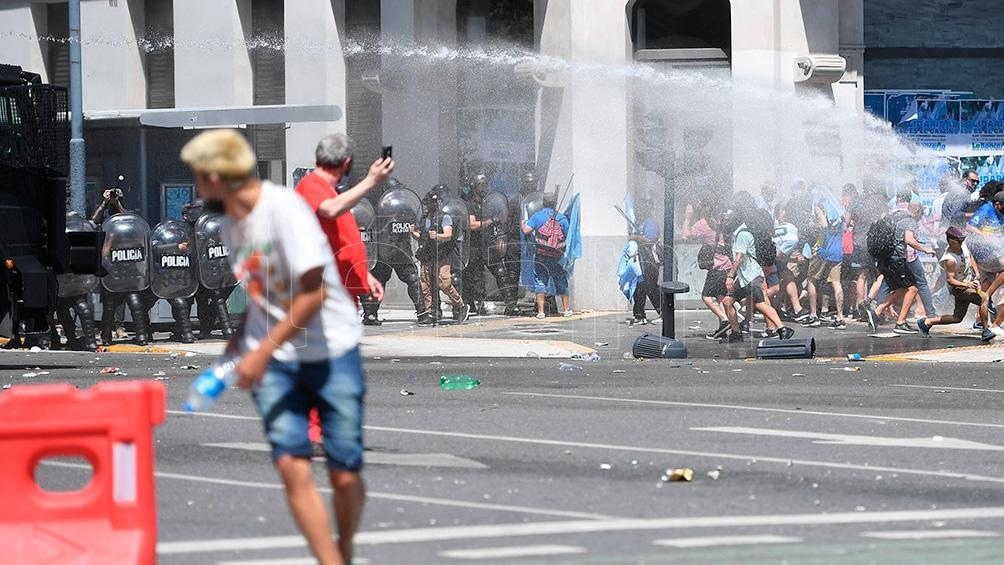 El Gobierno Nacional pidió a Larreta y Santilli que controlen el accionar policial en contra de los hinchas.