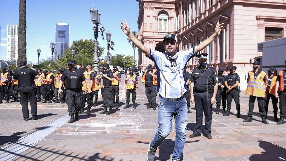 """""""Lamento mucho los incidentes porque Maradona no lo merecía, es todo muy triste"""", afirmó el jefe de Estado."""