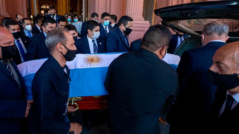 Trasladan el cuerpo de Maradona al cementerio para darle el último adiós