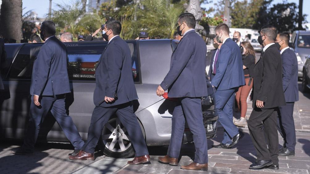 El féretro de Maradona saliendo de Casa Rosada.