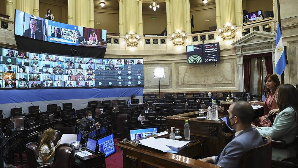 La  iniciativa fue aprobada por 42 votos afirmativos contra 27 negativos.
