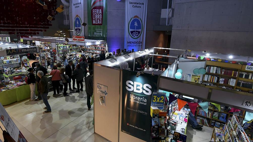 La tradicional Feria del Libro en Mendoza en todas sus ediciones convoca a miles de personas.